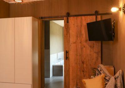 Accès salle de bains chambre 1